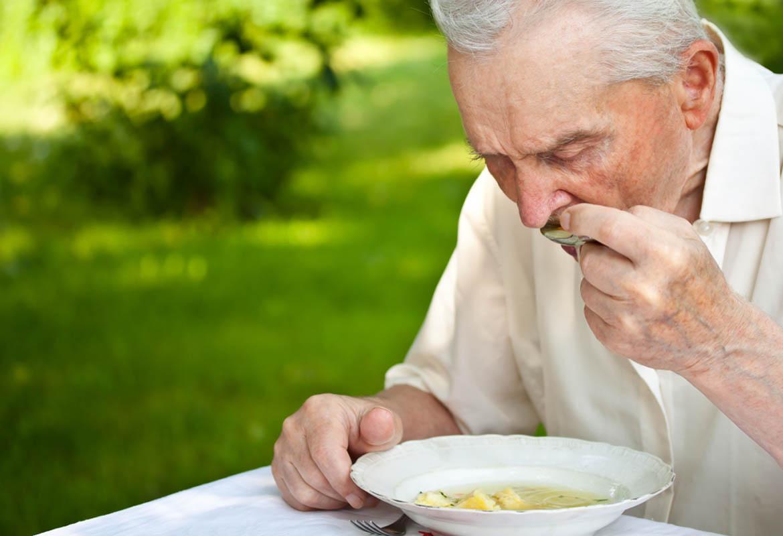 senior-eating